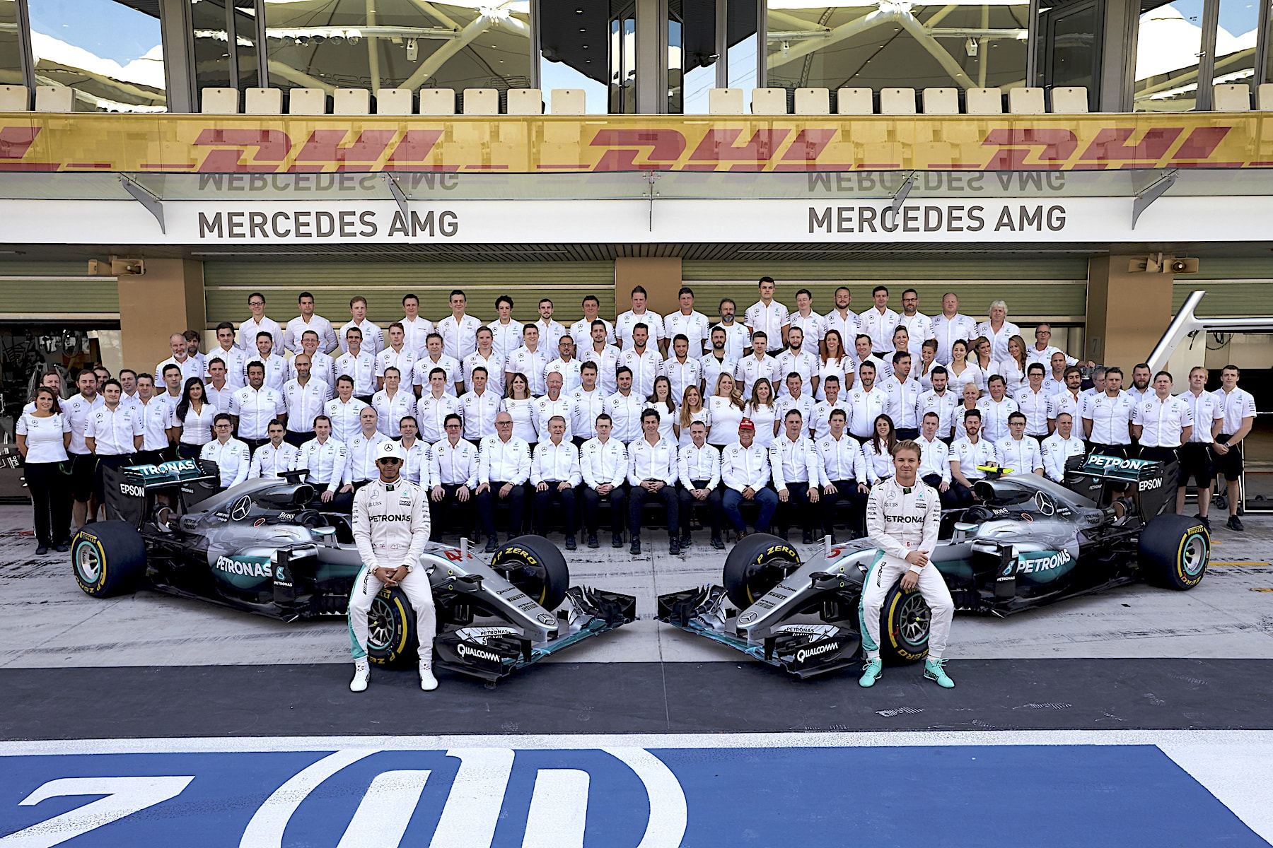 2016 World Constructors' Champions: 🇩🇪 Mercedes AMG Petronas
