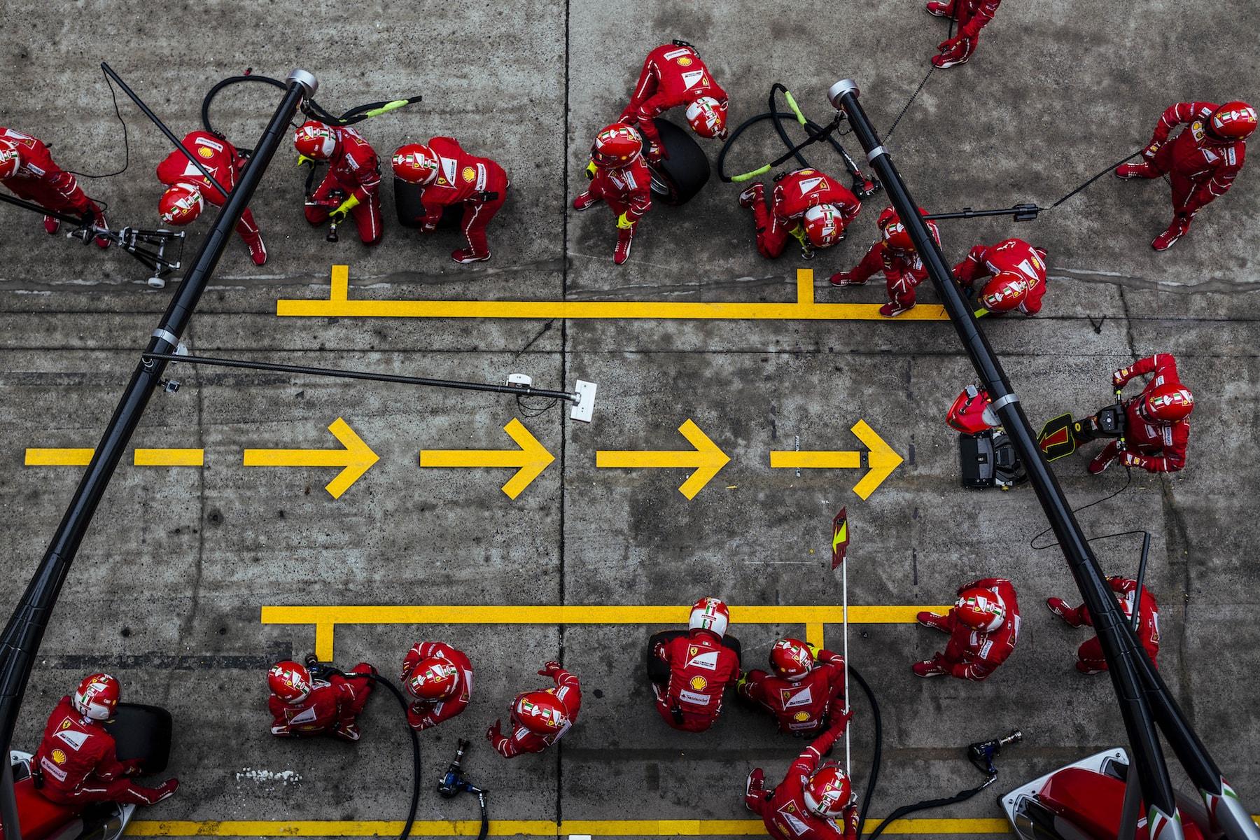 H 2017 Ferrari team ready for pitstop | 2017 Chinese GP copy.jpg