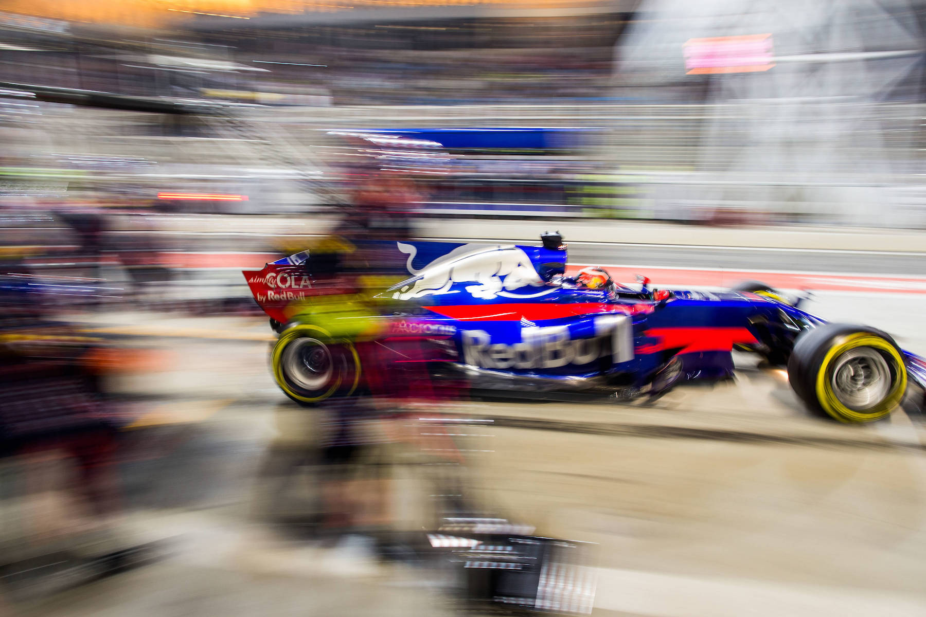 C 2017 Daniil Kvyat   Toro Rosso STR12   2017 Bahrain GP 1 copy.jpg