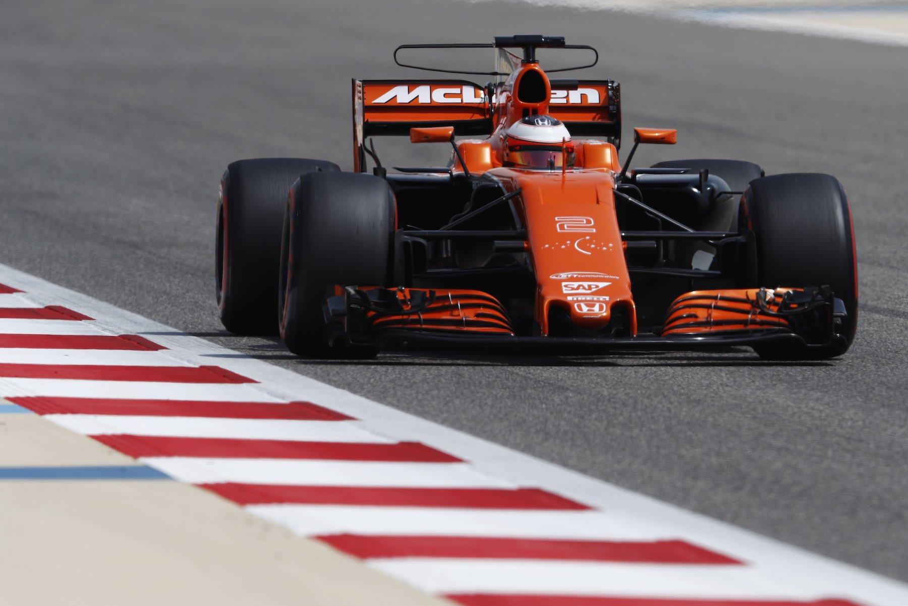 2017 Stoffel Vandoorne | McLaren MCL32 | 2017 Bahrain test 1 copy.jpg