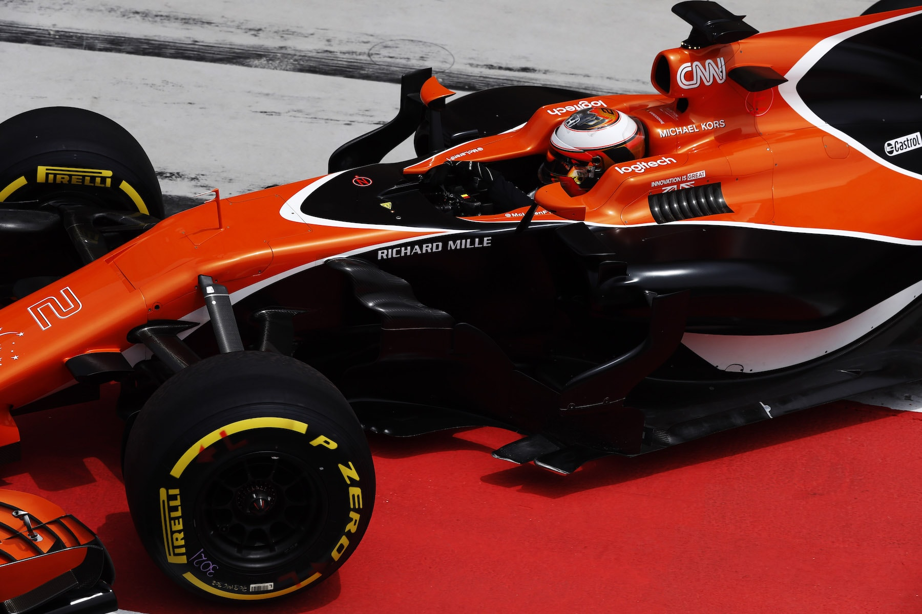 2017 Stoffel Vandoorne | McLaren MCL32 | 2017 Bahrain test 2 copy.jpg