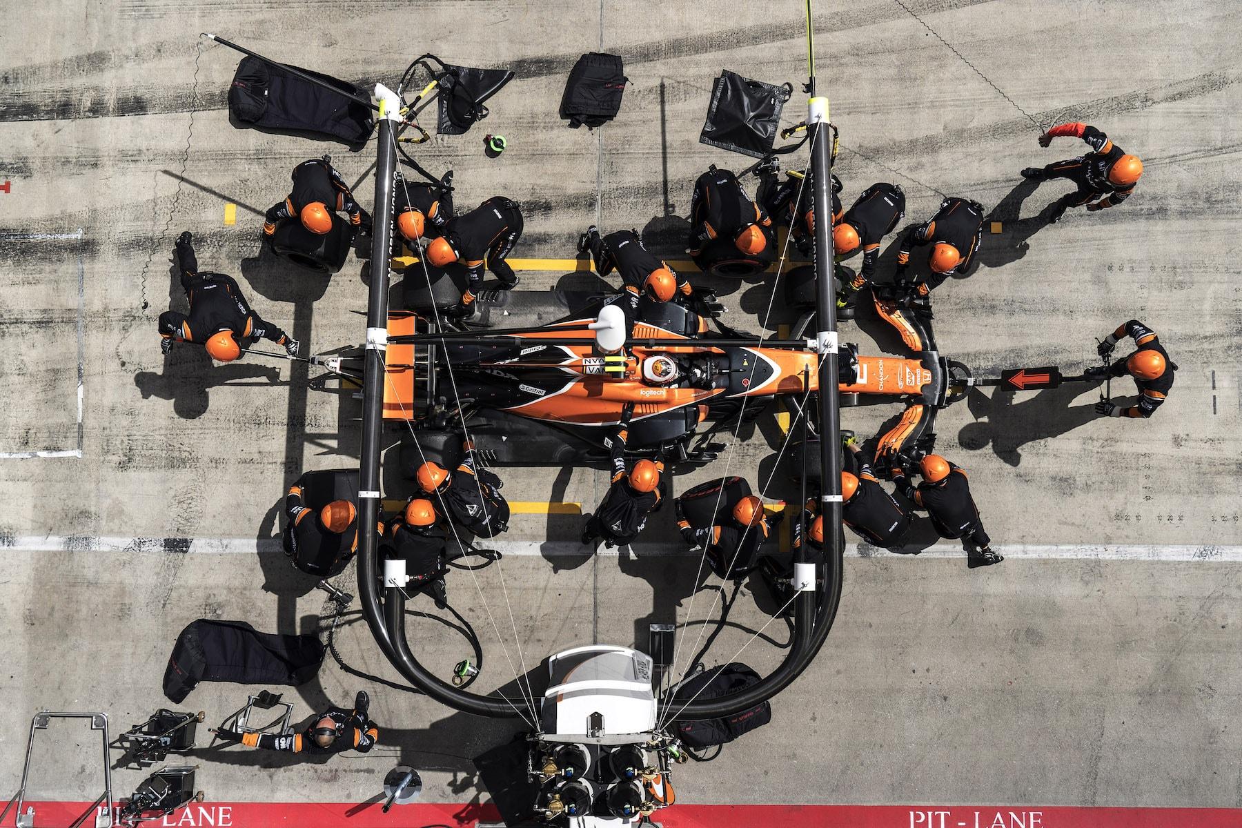 H 2017 pitstop Stoffel Vandoorne | McLaren MCL32 | 2017 Austrian GP 1 copy.jpg