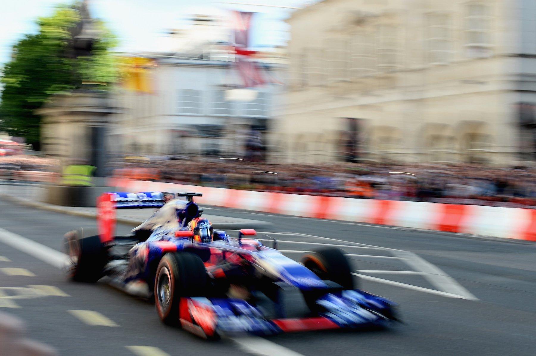 2017 F1 Live London 10 copy.jpg