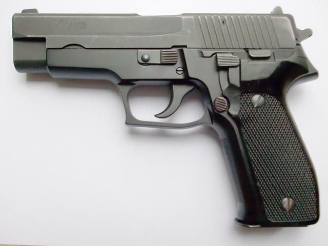 SIG Sauer P226 (Wikipedia)