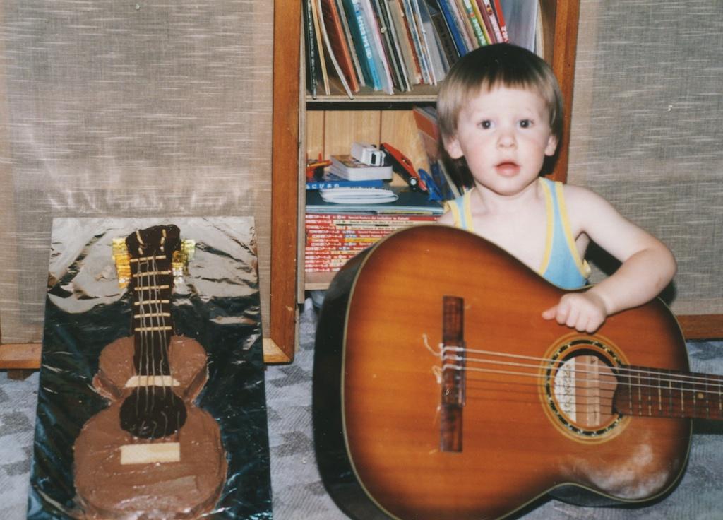 18_Jon-Levy_Memory-Lane_Guitar-Cake.jpg