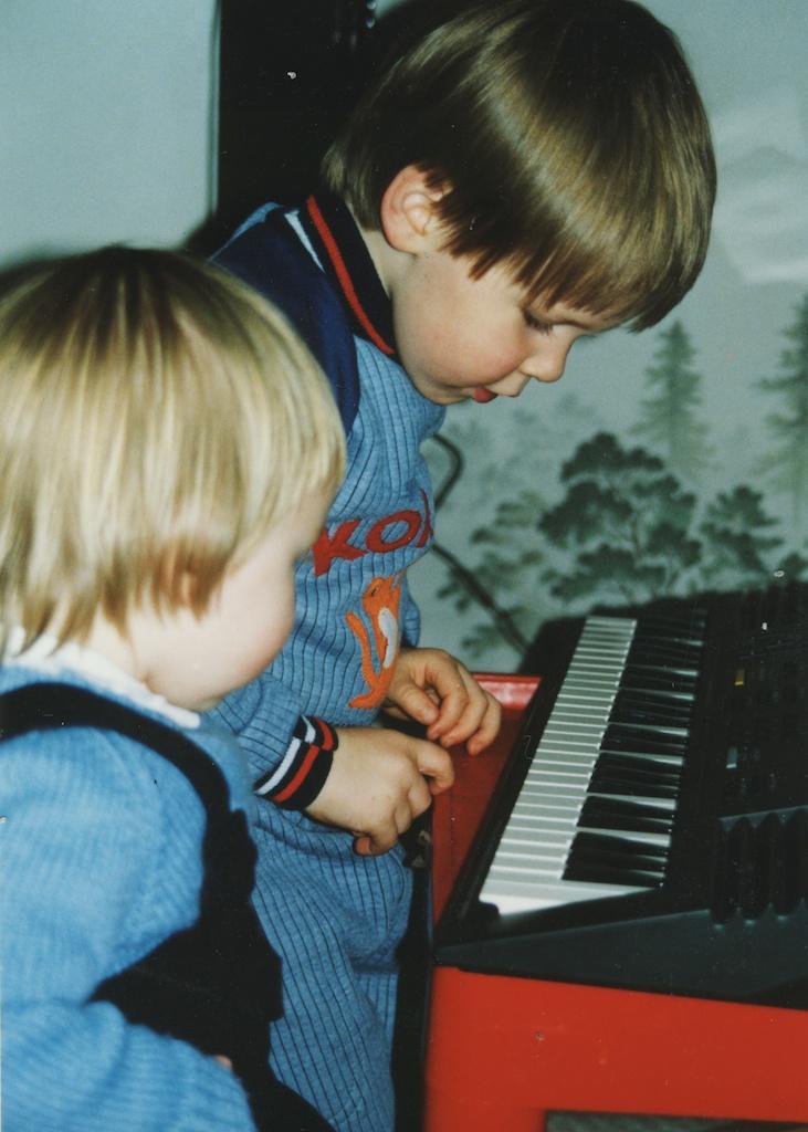 22_Jon-Levy_Memory-Lane_Home-Keyboard-Red-Table.jpg