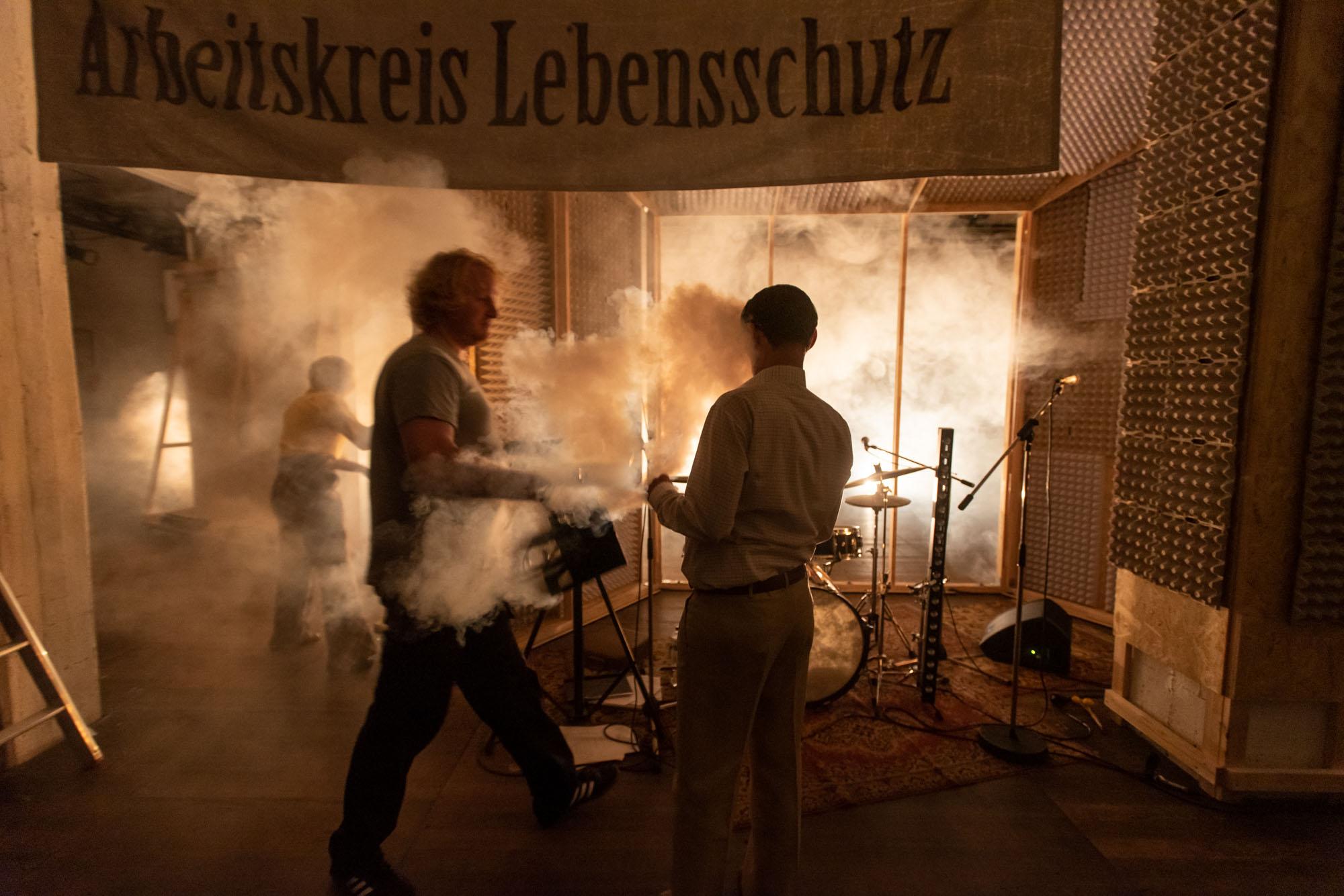 Thalia TheaterFoto:Krafft AngererToenninger Weg 12622609 Hamburgka@krafft-angerer.deMobil: +49-172-8088180Hypovereinsbank MuenchenKoNr 718 32 32 BLZ 700 202 70UstidNr. 26/335/71654Honorar inkl. 7% MwstKontakt:Thalia Theater   Presse- und ÖffentlichkeitsarbeitMaren Dey   Alstertor   20095 HamburgTel 040. 32 81 41 11   Fax 040. 32 81 42 04presse@thalia-theater.de   www.thalia-theater.de