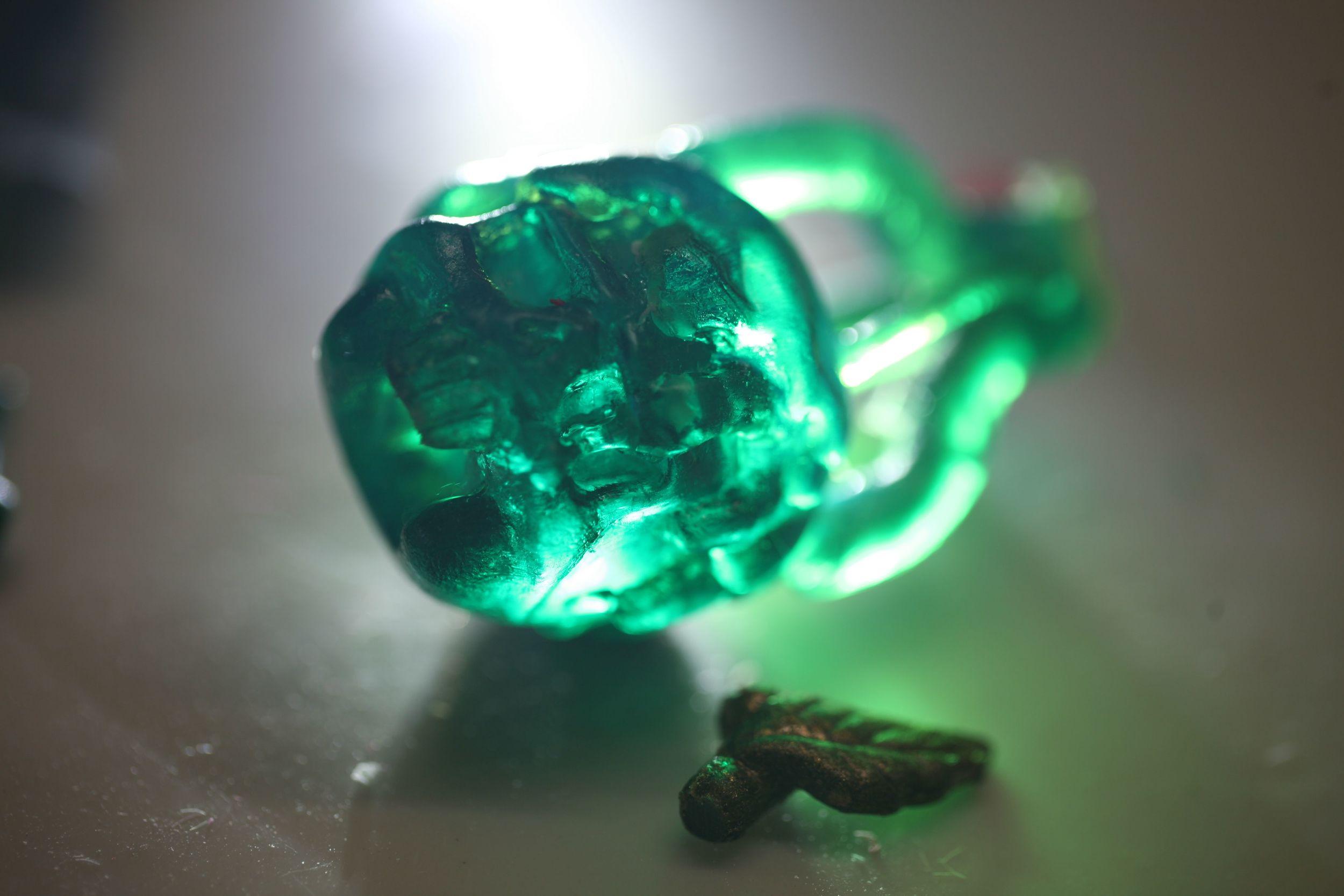 lit green head w gates.jpg