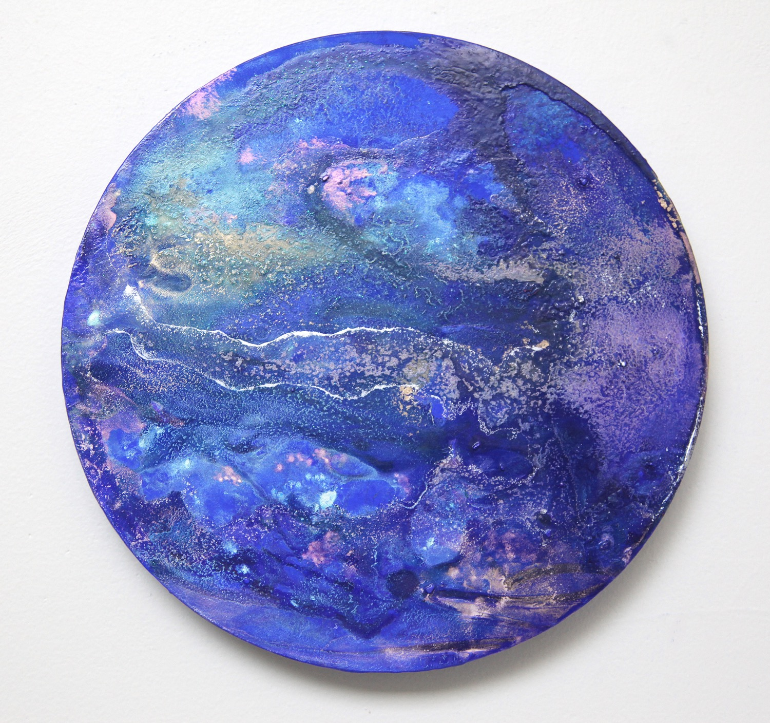 T19  2015  Acrylic and metal powder on board  27.2cm diameter