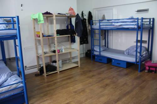 hostel-dorm-room-2.jpg