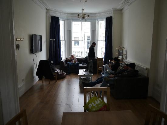 saint-james-backpackers-lounge.jpg