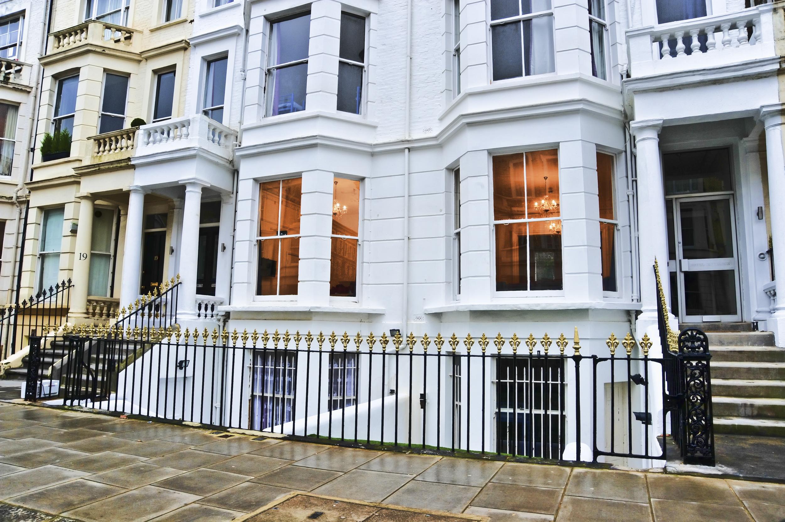 london-hostel-font-1.jpg
