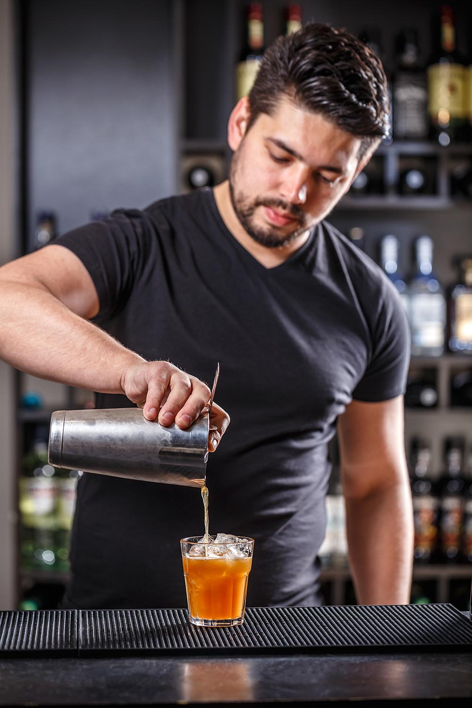barman-pouring-alcohol-PK5BZCA.png
