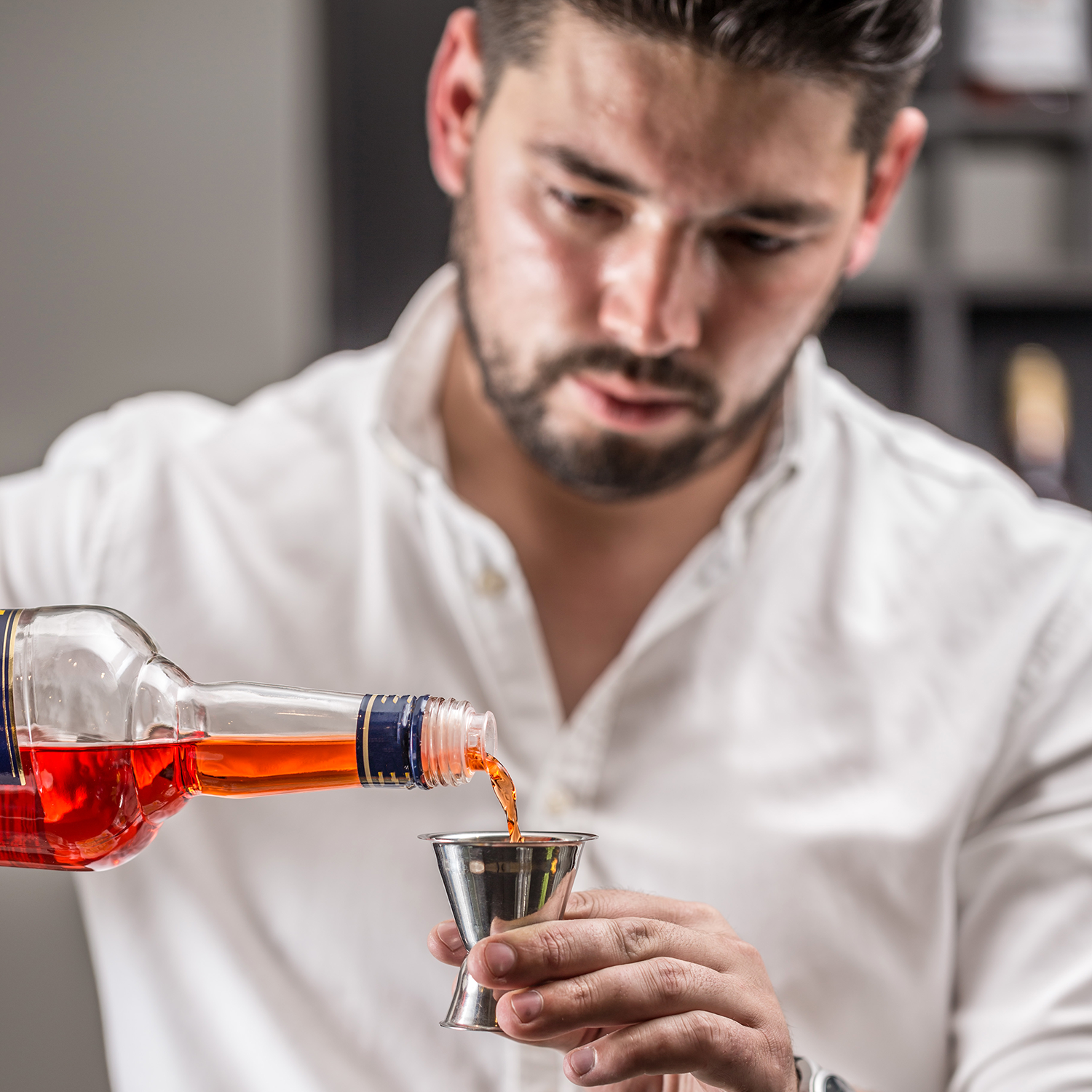 bartender-make-a-cocktail-PCQSQBQ(1).png