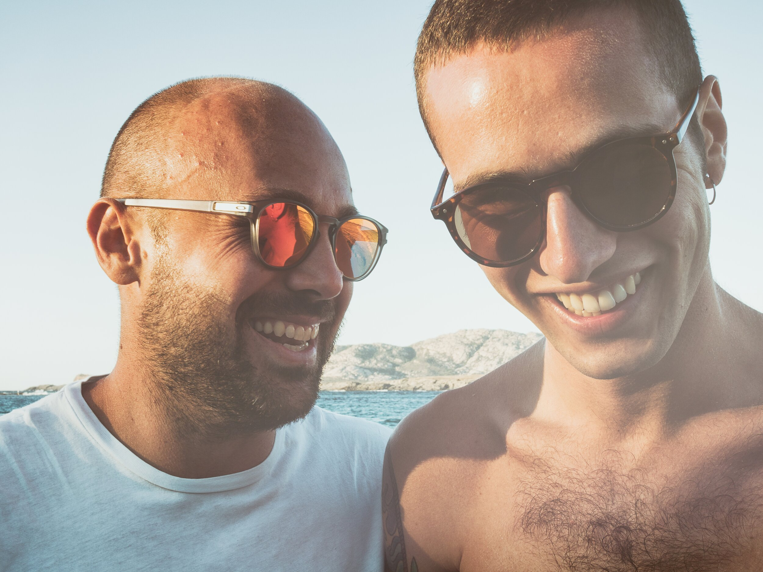 sun-people-light-adult-summer-smile-young-friends-funny-happy_t20_1blGbY.jpg
