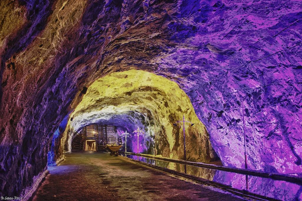 mgambarios-colombia-nemocon-cave-tunnel-saltmine-mine-colors.jpg