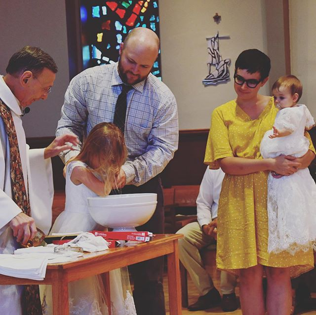 Beautiful day surrounded by family and love for Robin and Dani's Baptism. 💫✨🌟 @meglionelmurphy, @icecrmsocialite, @rjalgeo, Orion & Lila, @robinsnana, @bikerbopa, Chris, Dana, and Grandma Sam.