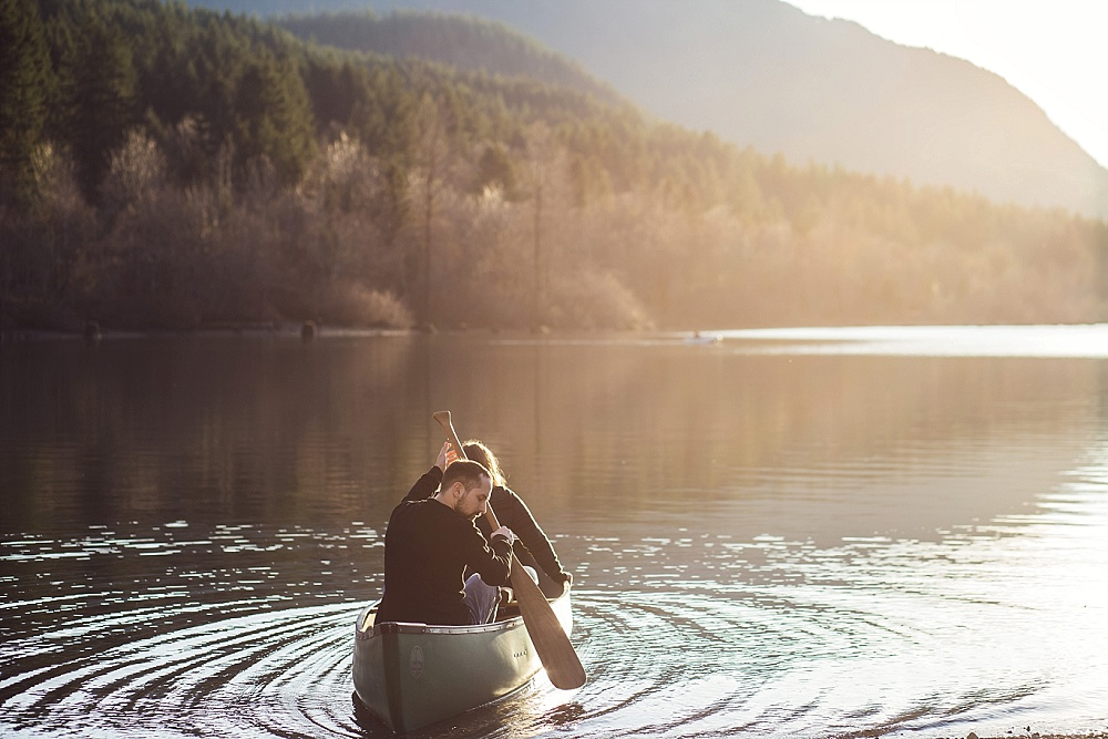 seattle_engagement_photographer_canoe.jpg