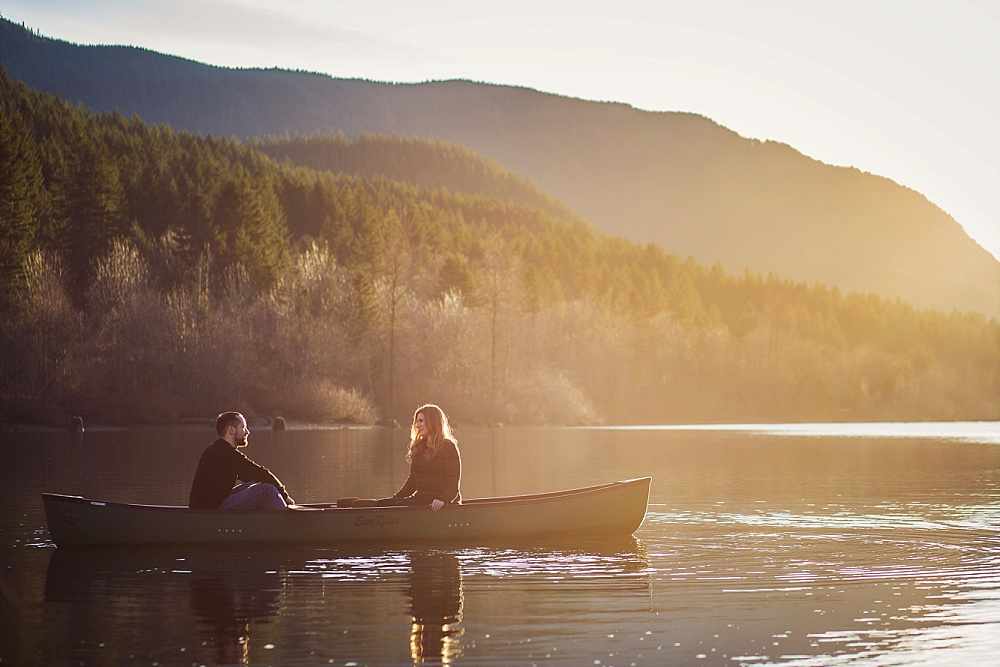 tacoma_engagement_photographer_canoe.jpg