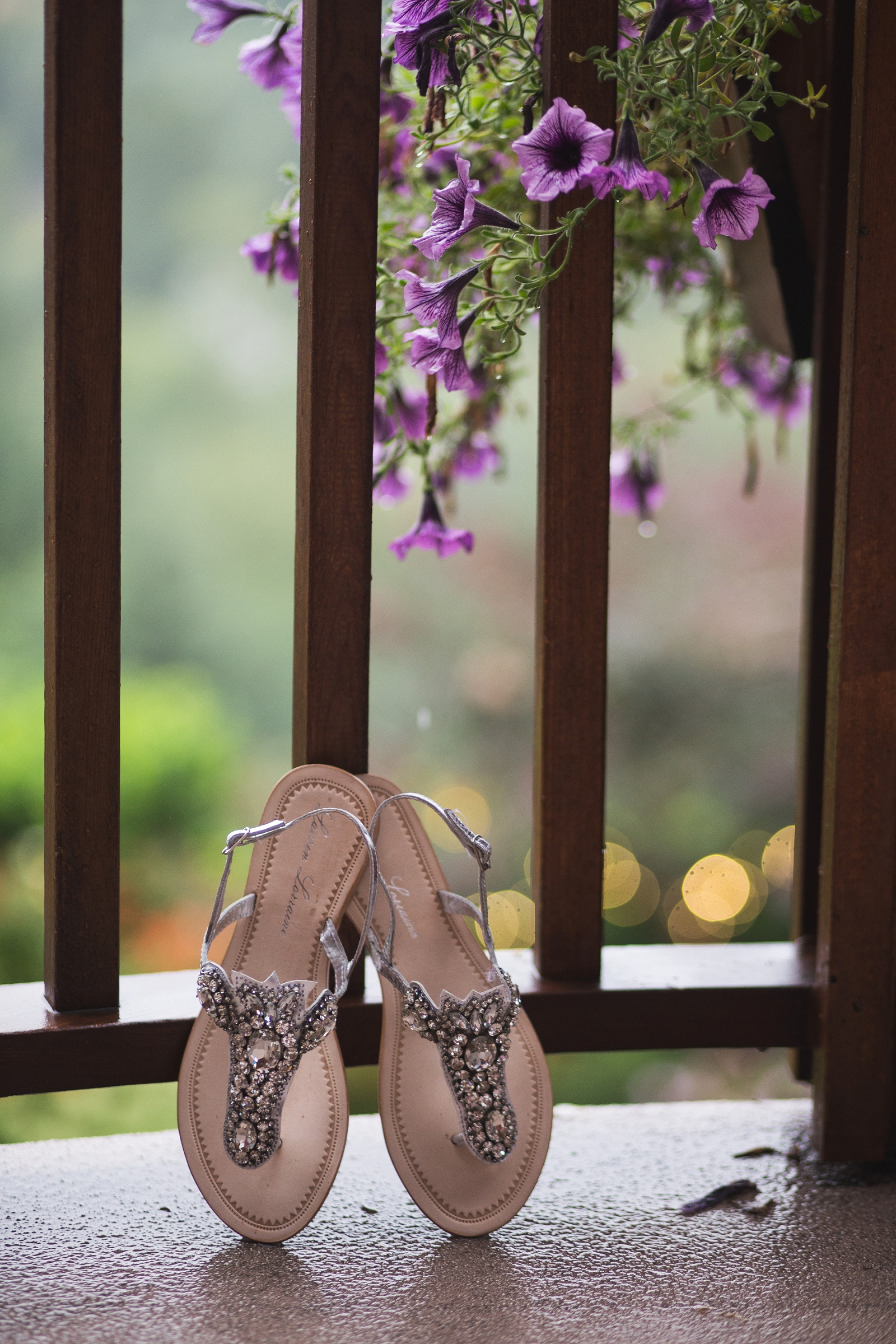 Lauren-lorraine-shoes-seattle-wedding-photographer-vannessa-kralovic.jpg