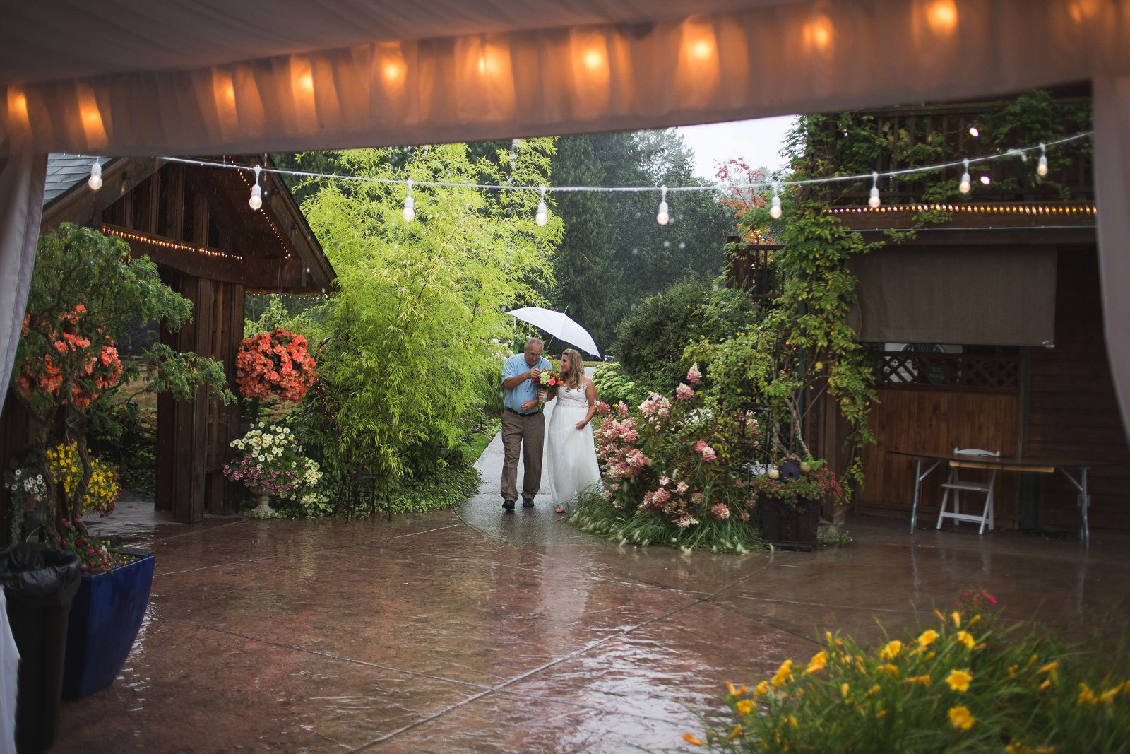 rainy-wedding-day-seattle-photographer-vannessa-kralovic.jpg