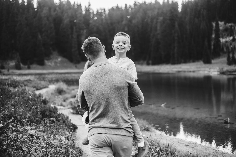 Mt_Rainier_Family_Photographer (10).jpg