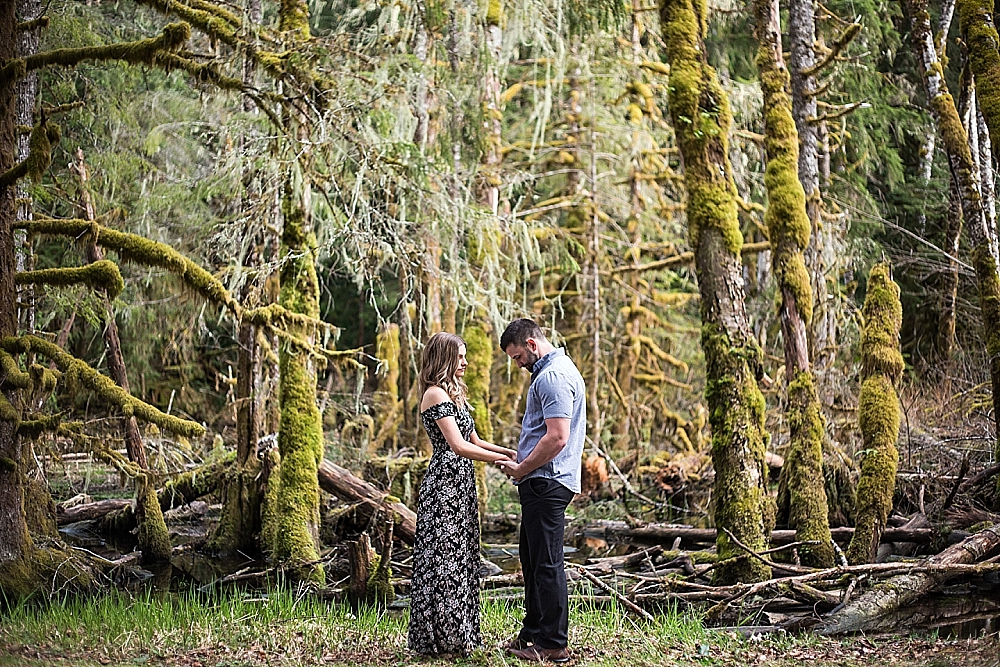 Bonney_Lake_Engagement_Photographer (17).jpg