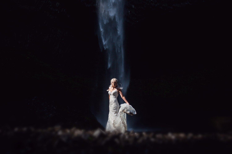 Latourell_falls_elopement_photographer (7).jpg