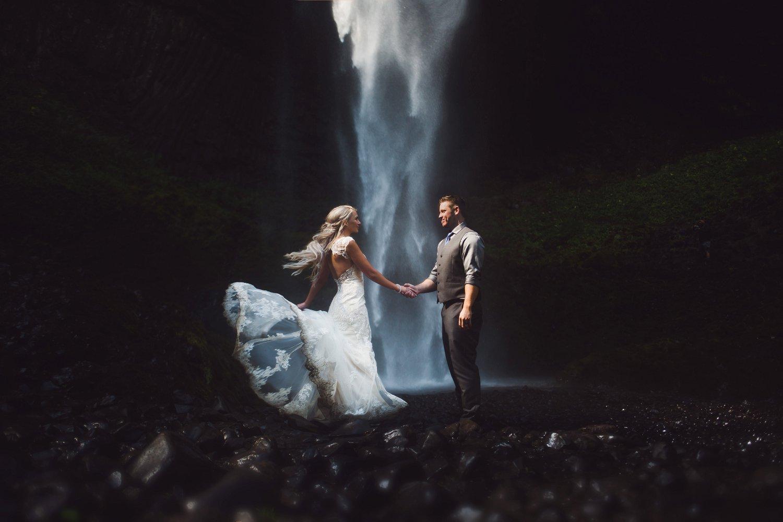 Latourell_falls_elopement_photographer (11).jpg