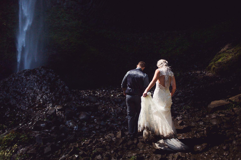 Latourell_falls_elopement_photographer (12).jpg