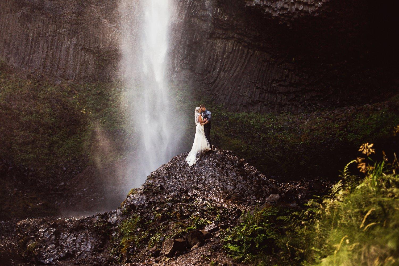 Latourell_falls_elopement_photographer (13).jpg
