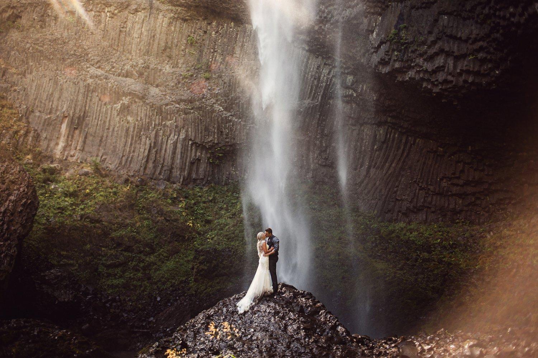 Latourell_falls_elopement_photographer (14).jpg