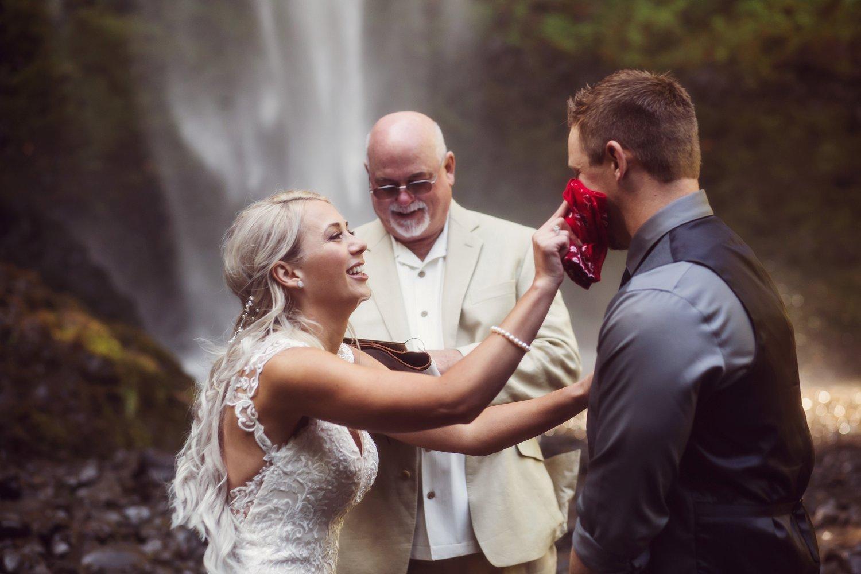 Latourell_falls_elopement_photographer (25).jpg