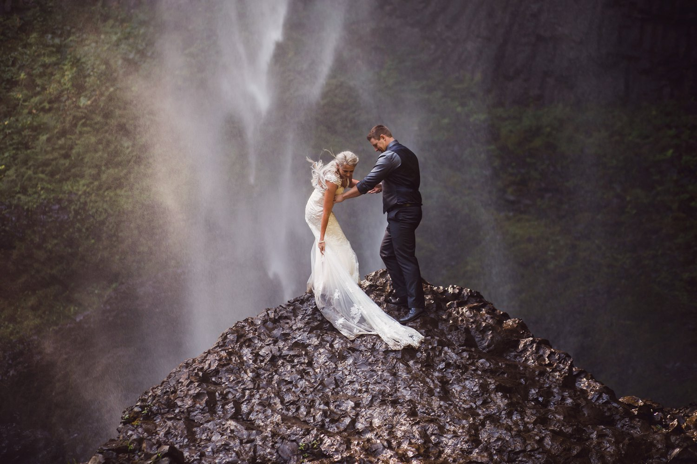 Latourell_falls_elopement_photographer (31).jpg