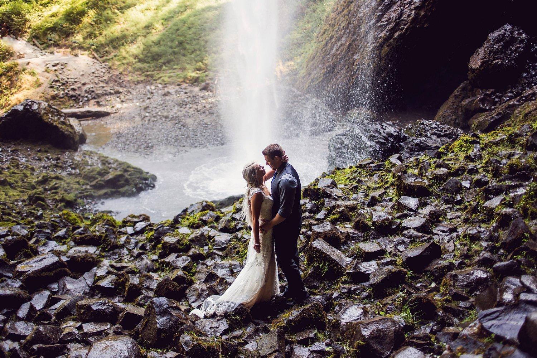 Latourell_falls_elopement_photographer (34).jpg