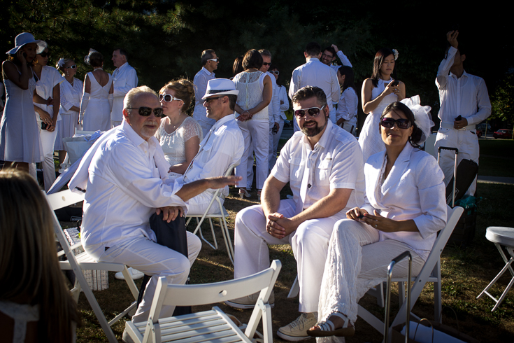 Waiting for Dîner en Blanc