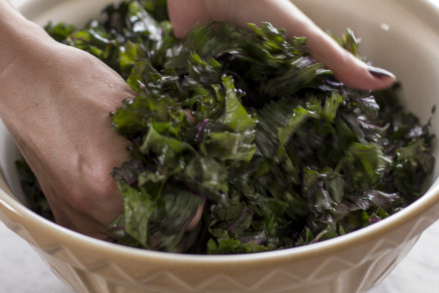 Massaging the kale. Helena McMurdo Photography on Endless Picnic.