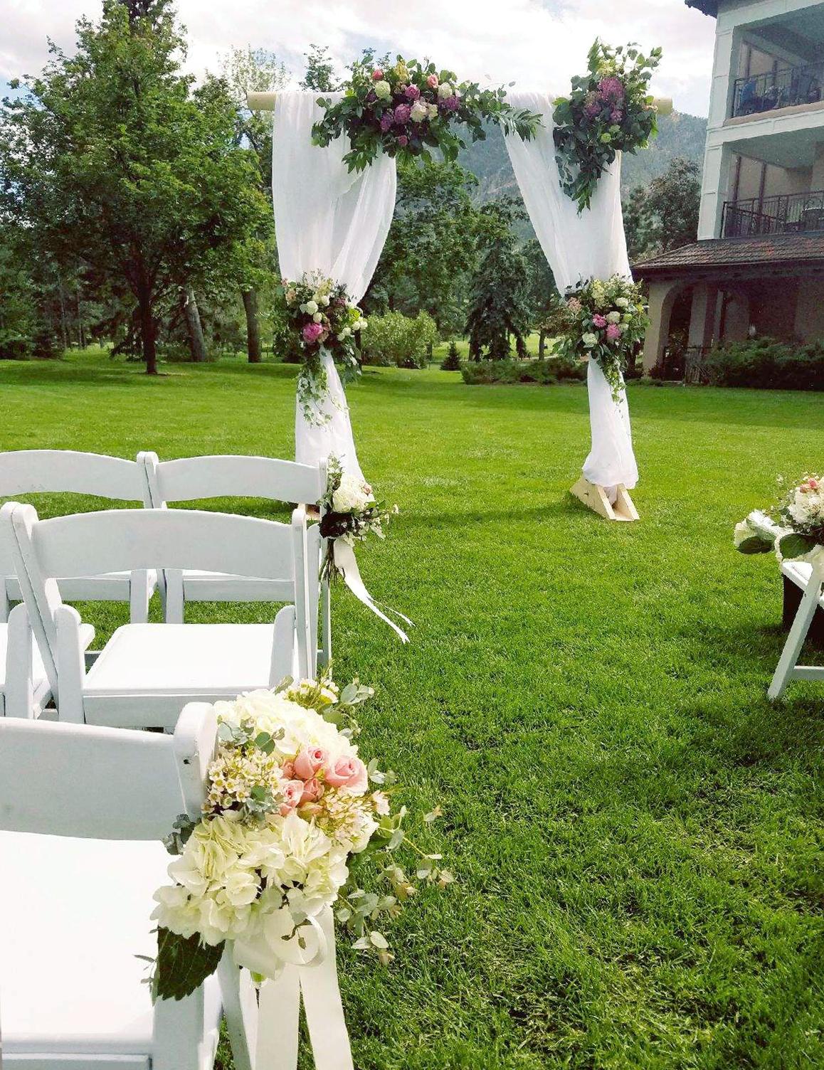 Broadmoor wedding flowers 2.jpg