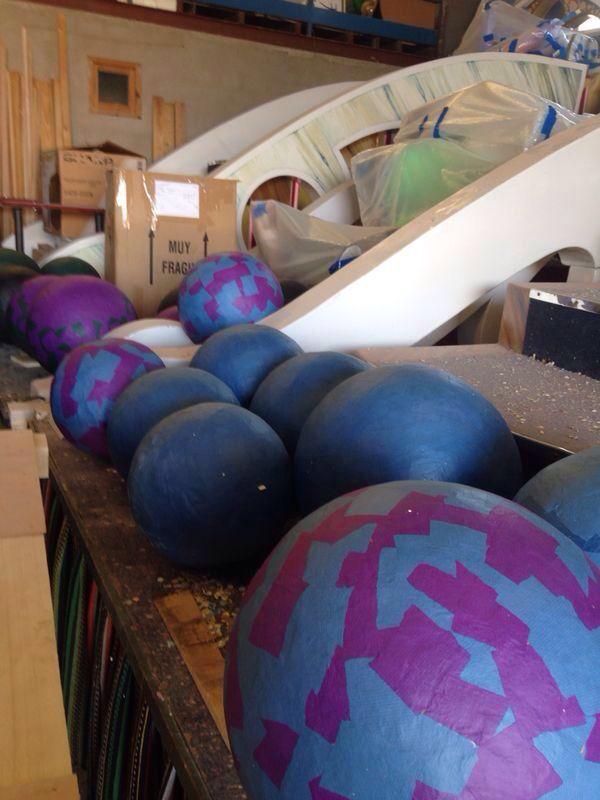 Las bolas azules y morado