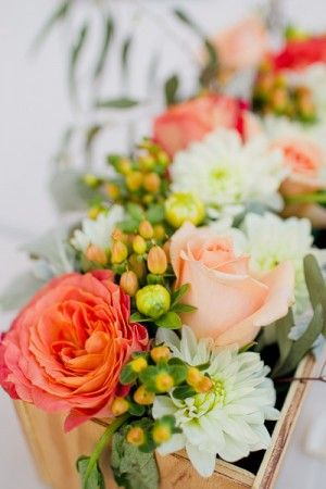 http://www.elizabethannedesigns.com/blog/2012/08/27/peach-pink-diy-outdoor-wedding/    www.saranobledesigns.com