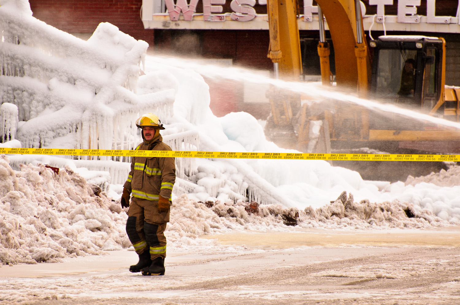 Fire at 227 Simpson St., Thunder Bay, Ontario. Photo by Sue Sikorski - My Painted Door (.com)