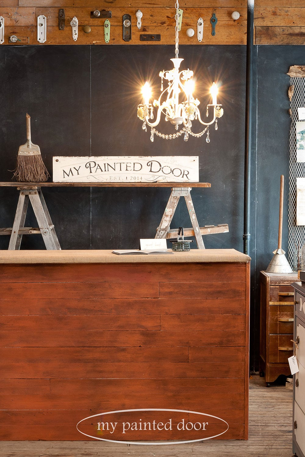 an old countertop gets a new look with burlap and milk paint
