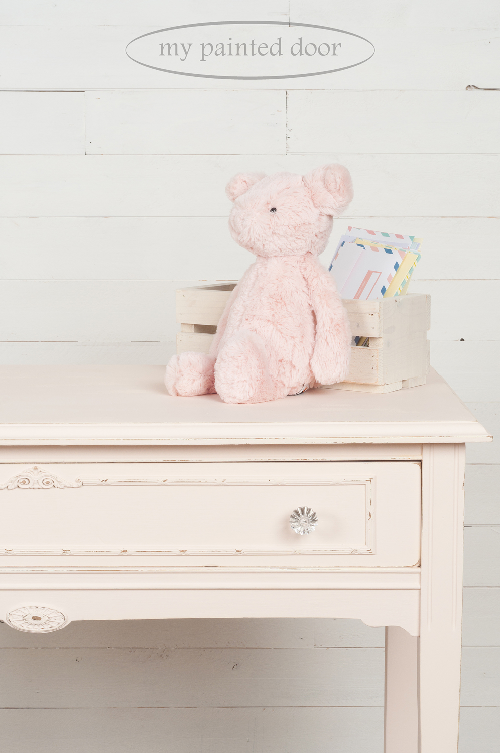 This little table is painted in Fusion Mineral Paint in the colour Little Piggy.