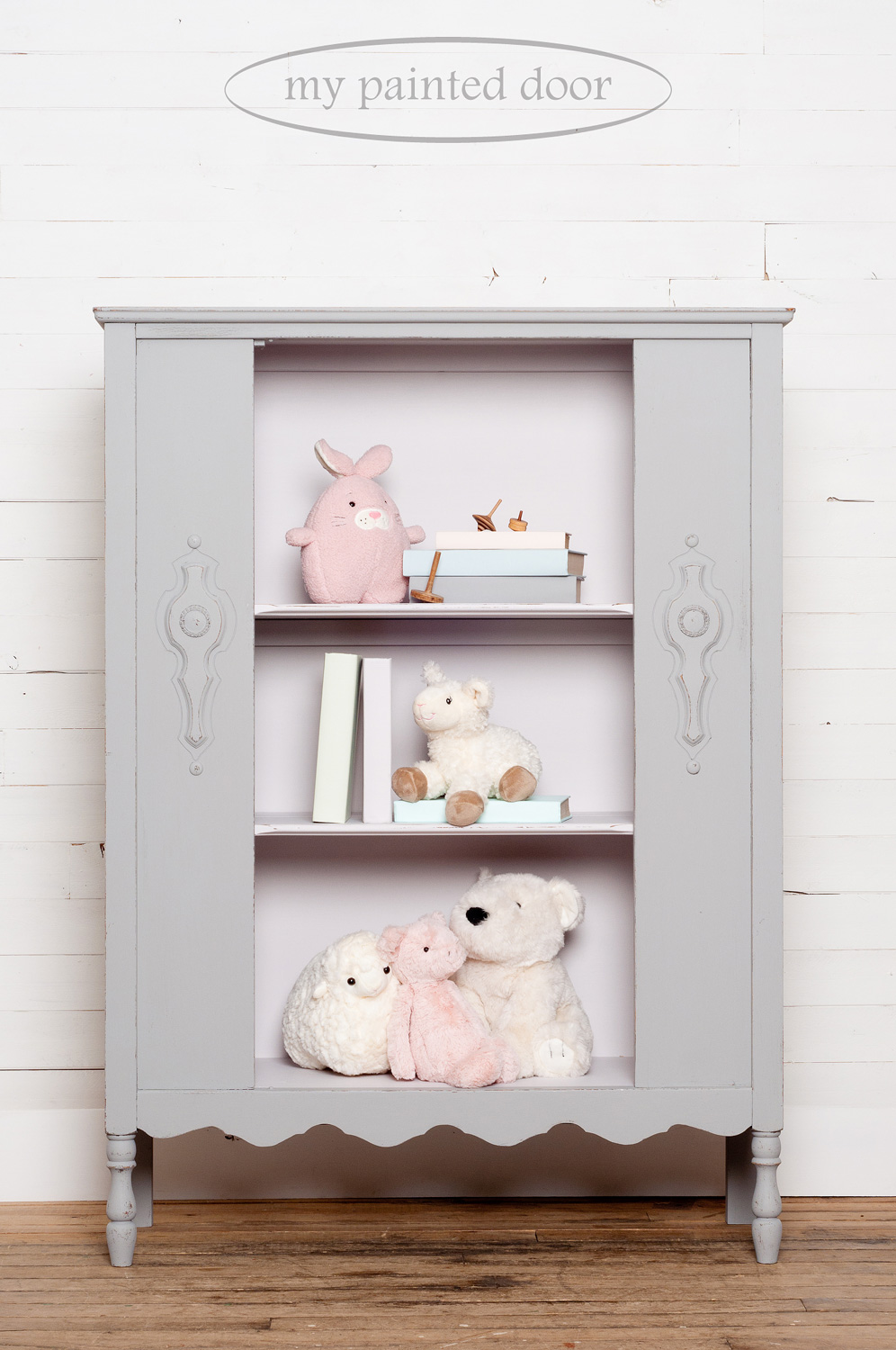 Hutch painted in Fusion Mineral Paint in the colours Little Lamb and Little Stork. The books on the hutch are painted in all the colours in the Jennylyn's Tones for Tots Collection.