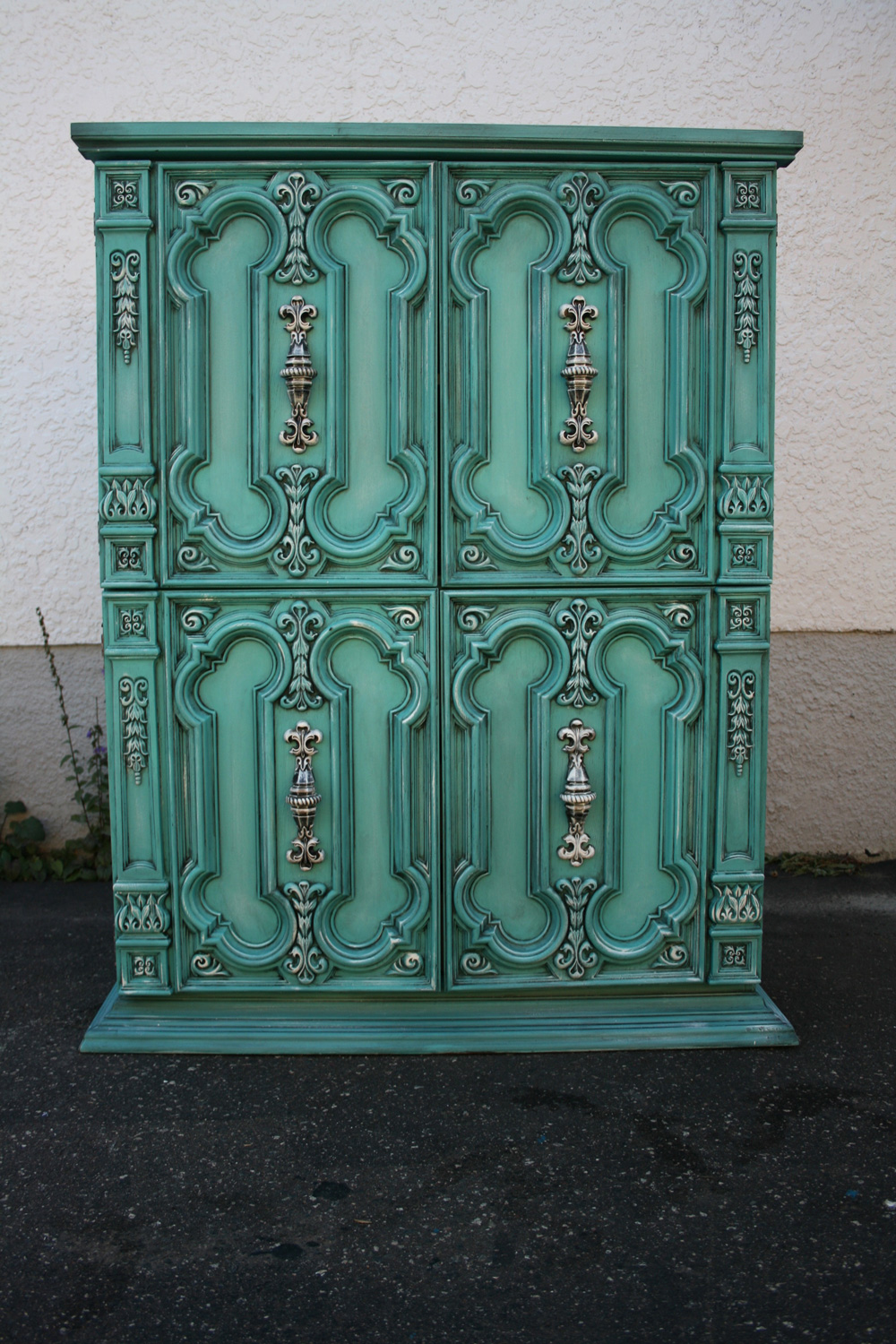 Armoire painted by Joanne Malicki of Thunder Bay, Ontario. Joanne is the owner of Wild Mustang Studio by Joanne Malicki.
