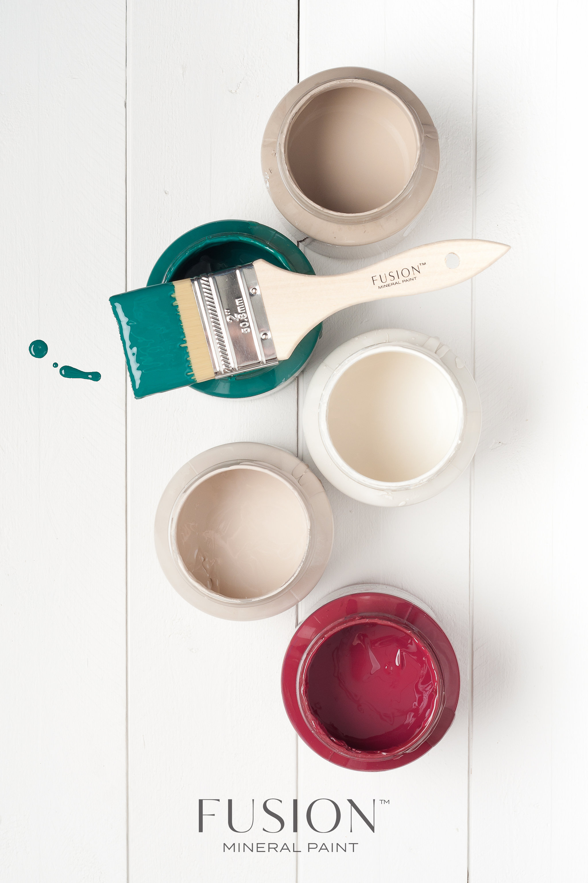 Fusion Mineral Paint. Colours (from the top): Algonquin, Renfrew Blue, Raw Silk, Cathedral Taupe and Cranberry.