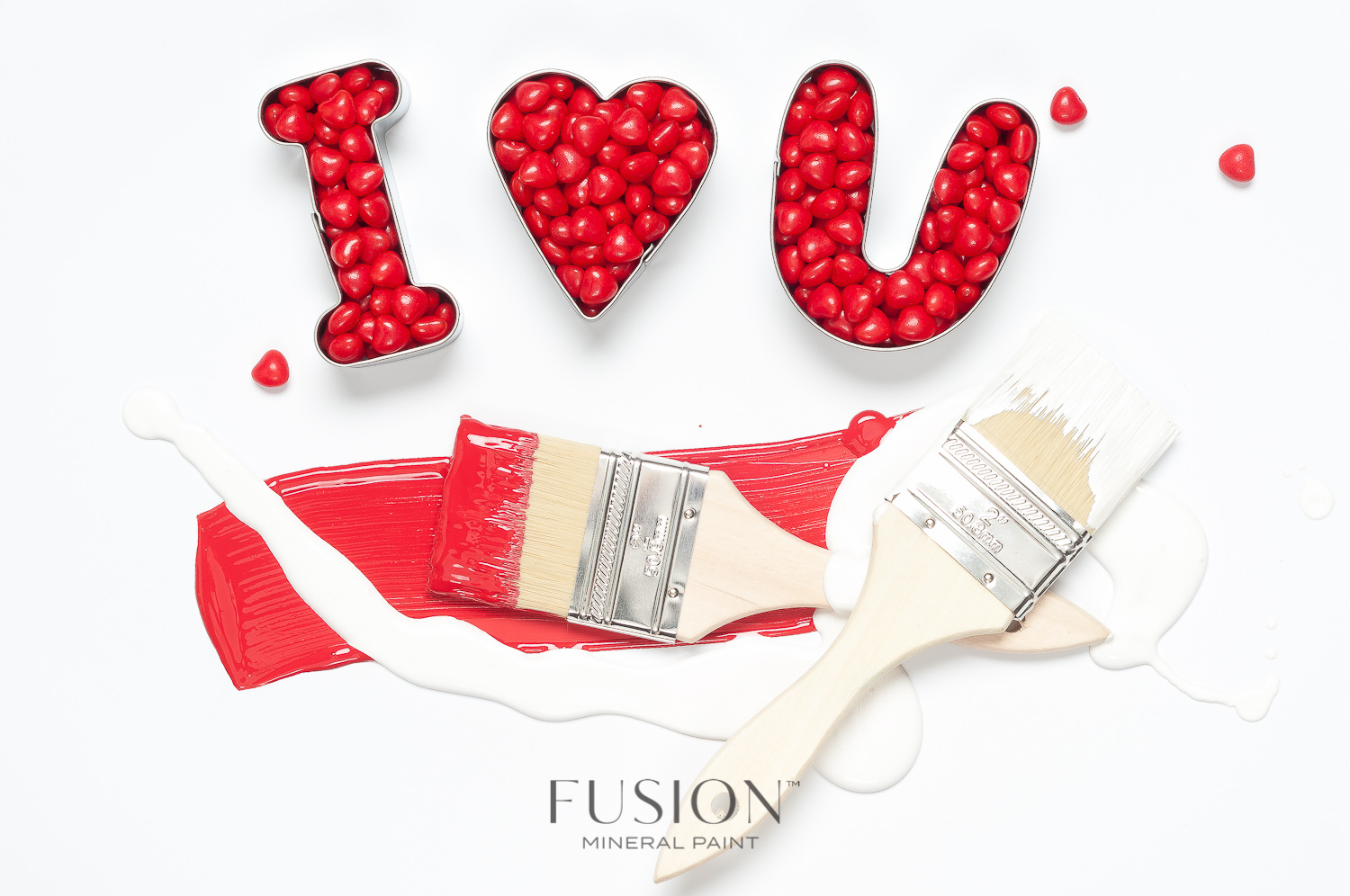 Fusion Mineral Paint in Fort York Red and Picket Fence are the perfect colours for Valentine's Day!