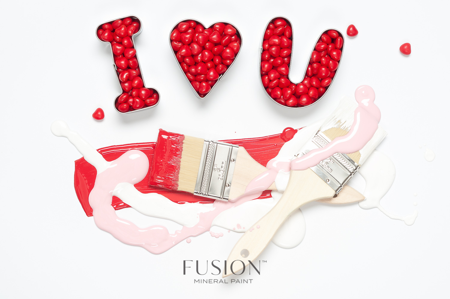 Fusion Mineral Paint in Fort York Red and Picket Fence are the perfect colours for Valentine's Day! Mix the two colours together and you have a gorgeous pink.