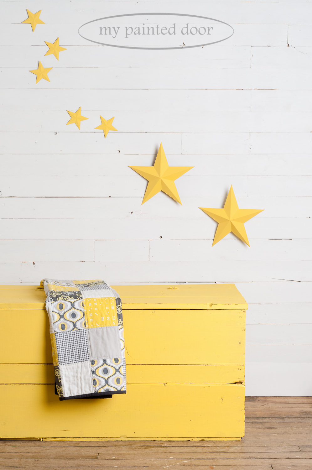 Old wood box and metal stars painted in Fusion Mineral Paint in the colour Little Star.