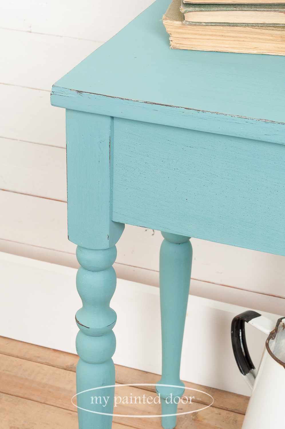 Learn how to paint furniture - Accent table painted with Homestead House Milk Paint in the colour Niagara Green.